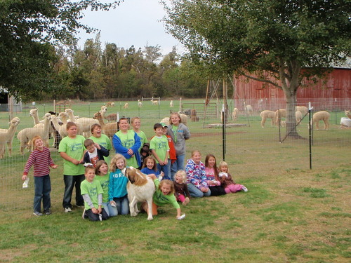 Trinity Luthern School Farm Tour Class Picture w/ Madison Our Farm Dog
