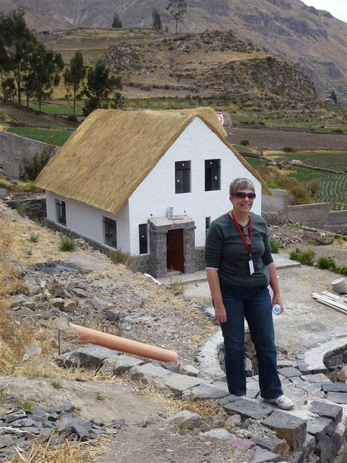 Beth in front of one of the dormitories at Casa Chapi