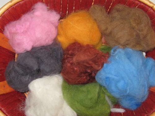 Dyed alpaca fibre for felting