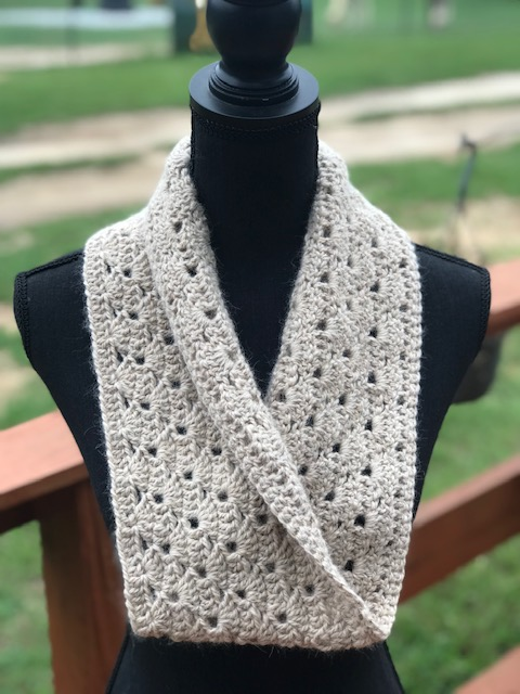 Completed cowl from creme yarn