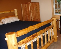A custom cedar log king size bed