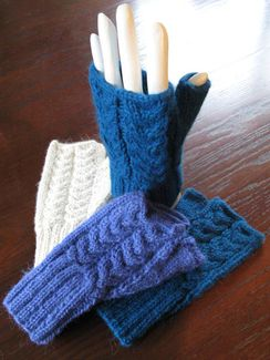 Handknit Cable Trenza Short Gauntlet