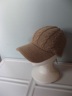 Photo of Knit 100% alpaca hat with brim