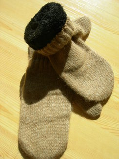 Photo of Boucle-lined alpaca mittens
