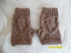 Photo of Oak Leaf Fingerless Mitts