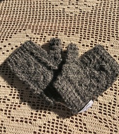 Cable patterned fingerless gloves