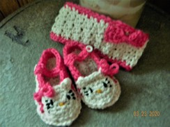 Photo of Kitty booties and headband
