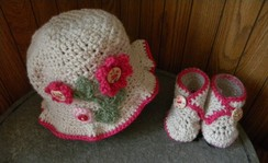 Photo of Alpaca hat and booties