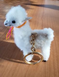 Alpaca toy with key ring