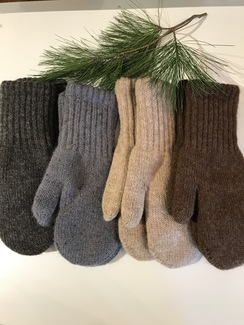 Photo of Boucle Mittens